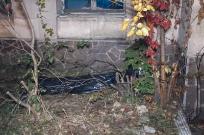 В Киеве возле станции обнаружили тело мужчины