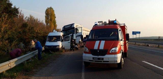 Жуткая ДТП в Черкасской области: Маршрутка с детьми столкнулась с грузовиком, первые подробности