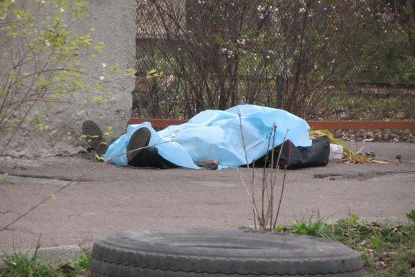 В Харькове возле многоэтажки нашли тело мужчины