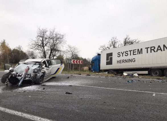 Смертельное ДТП на Львовщине: Фура на большой скорости врезалась в авто полицейських, есть жертвы