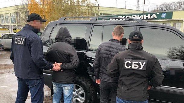 У Чернівцях затримали на хабарі двох прикордонників