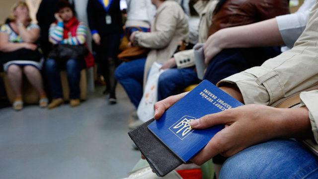 Уже 2 ноября украинцам подарят новый безвиз: что изменится