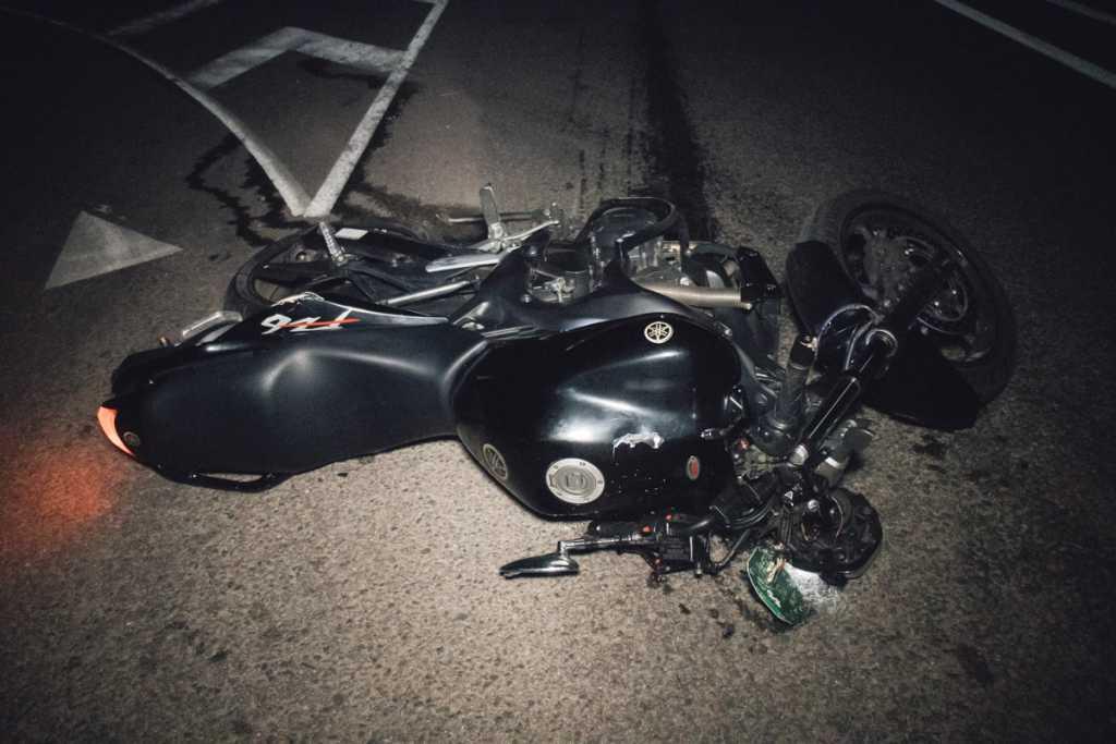 От удара мотоцикл отбросило на 200 метров: известный украинский политолог разбился насмерть