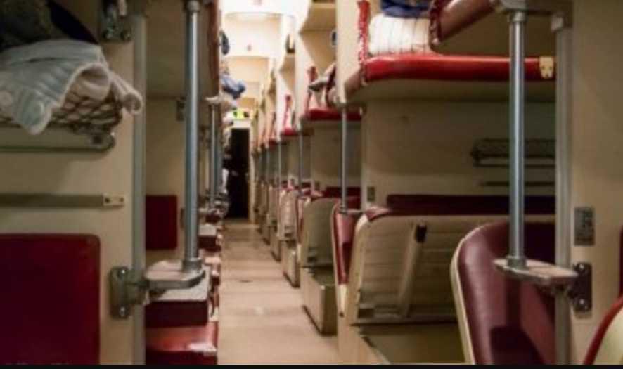 «Не подавала никаких признаков жизни»: В поезде Львов-Запорожье при странных обстоятельствах умерла пассажирка