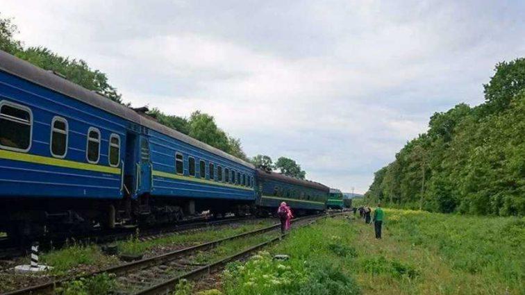 Ужасная трагедия в Украине: на железной дороге столкнулись поезда, есть погибшие