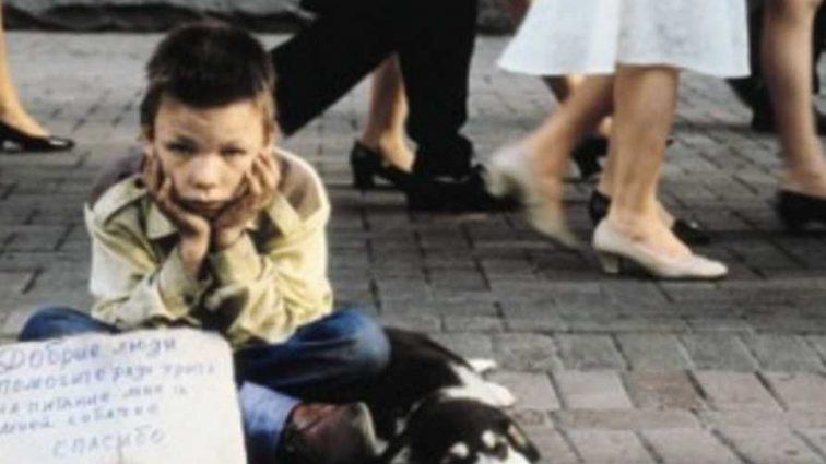 «Мать деньги спустила за два дня на свои нужды»: Дети 2 и 6 лет при живых родителях попрошайничают по соседям