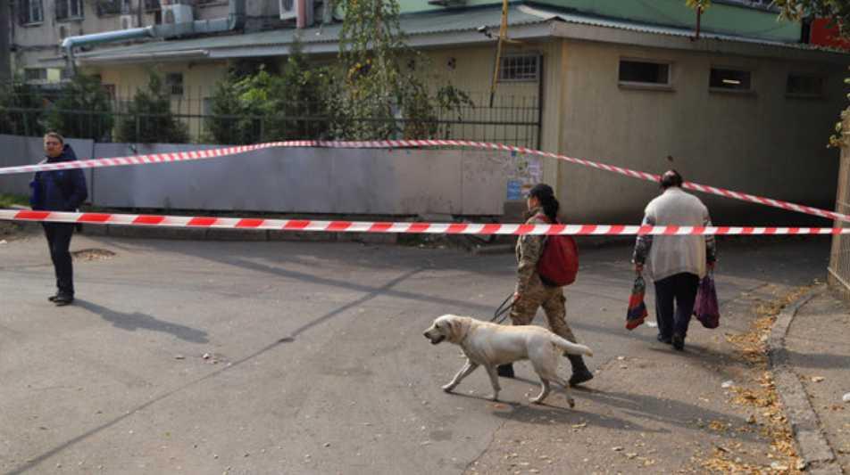 В Одессе открыли стрельбу прямо на улице: пострадала иностранка