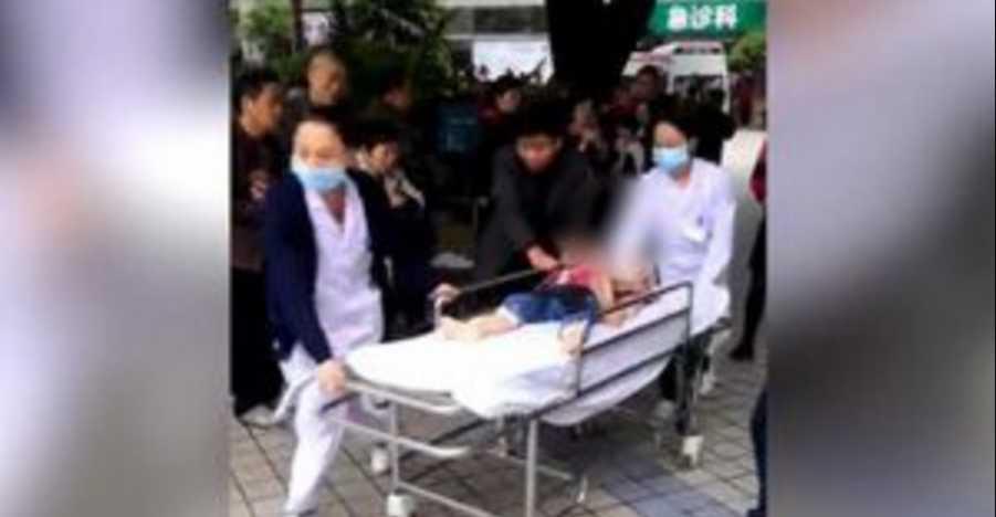 «Резала не разбирая мальчик это или девочка»: Женщина кухонным ножом ранила 14 детей