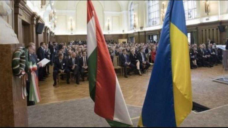 Скандал с Венгрией набирает обороты: глава МИД начал угрожать Украине
