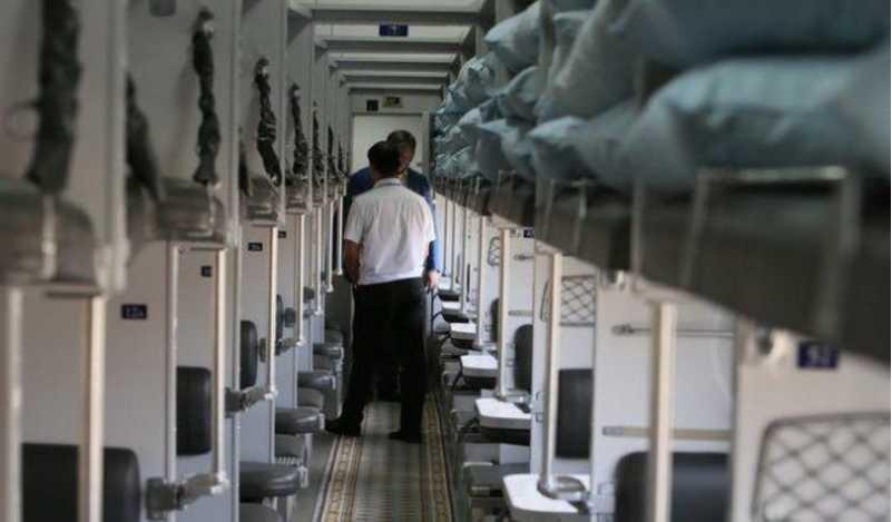 Попытался удовлетворить свои желания пока пассажир спал: «Укрзализныця» попала в «пикантный» скандал