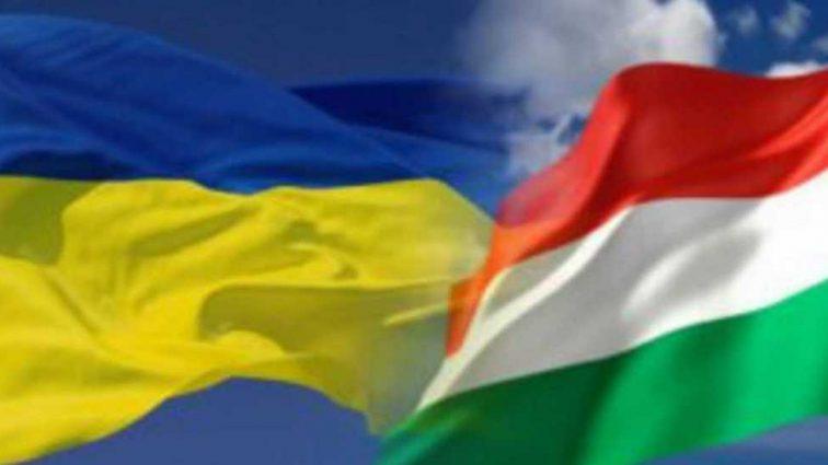 Венгрия заявила о законности выдачи гражданства украинцам