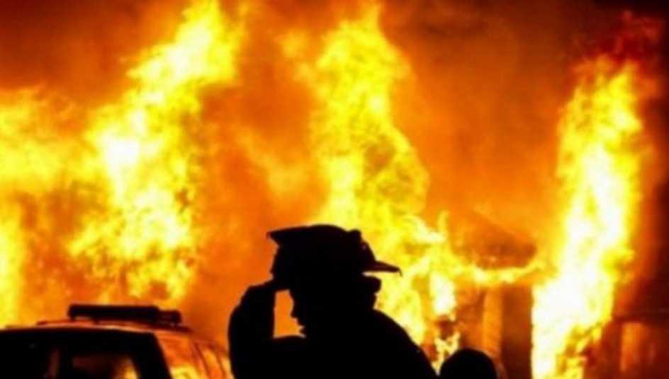 В Луганской области сгорел торговый центр, первые подробности о жертвах