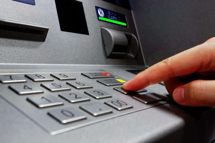 Снимайте наличные, пока не поздно: Популярный украинский банк предупредил украинцев об остановке работы