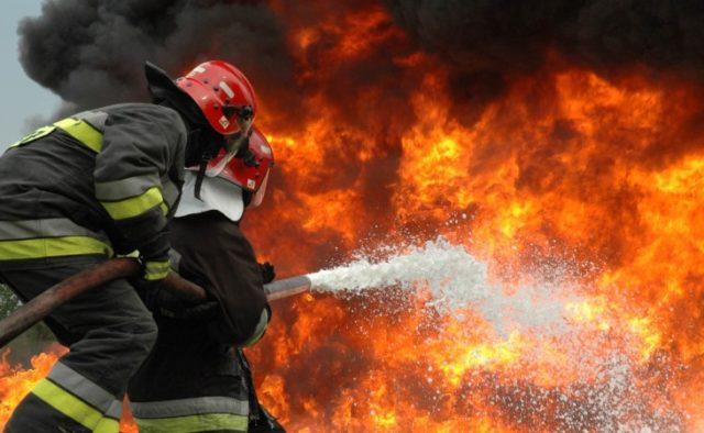 В Киеве произошел масштабный пожар, погиб человек