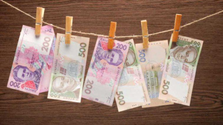 В Украине может не хватить денег на повышение соцвыплат, пенсий и зарплат: что нужно знать каждому