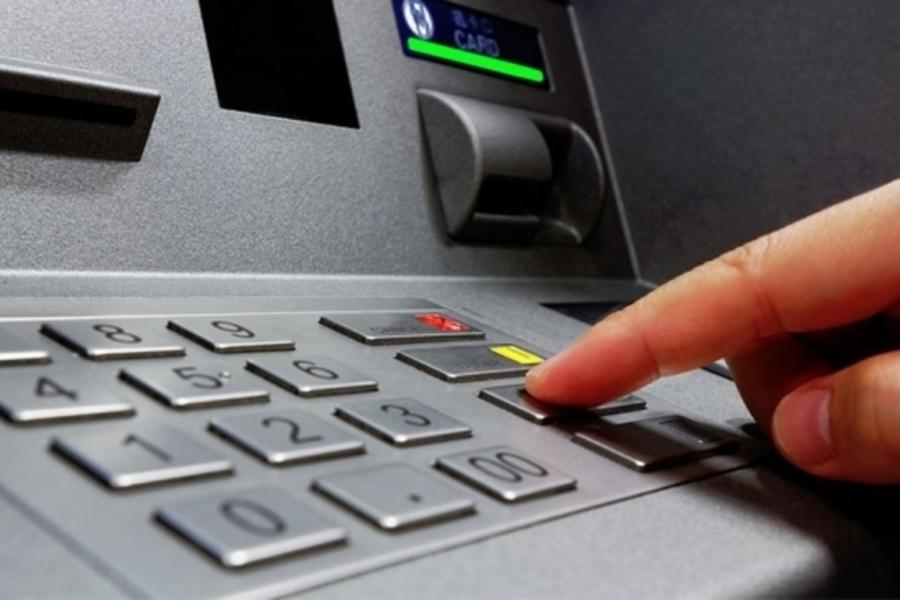 Снимайте наличные, пока не поздно: Популярный украинский банк предупредил о сбоях с картами