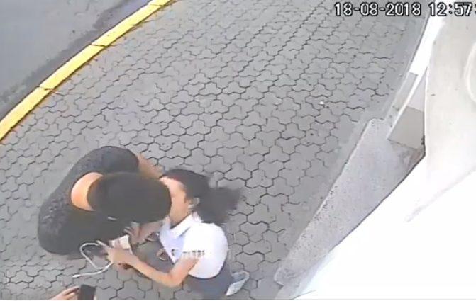 Средь бела дня известный украинский блогер напал на девушку: опубликовано видео
