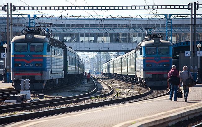 На ходу выталкивали из поезда: » Укрзализныця » попала в грандиозный скандал