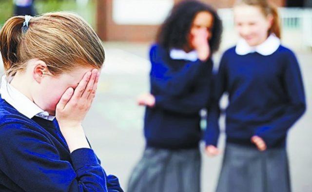 В школе на Закарпатье вспыхнул громкий скандал: одноклассники пытались отравить 10-классницу