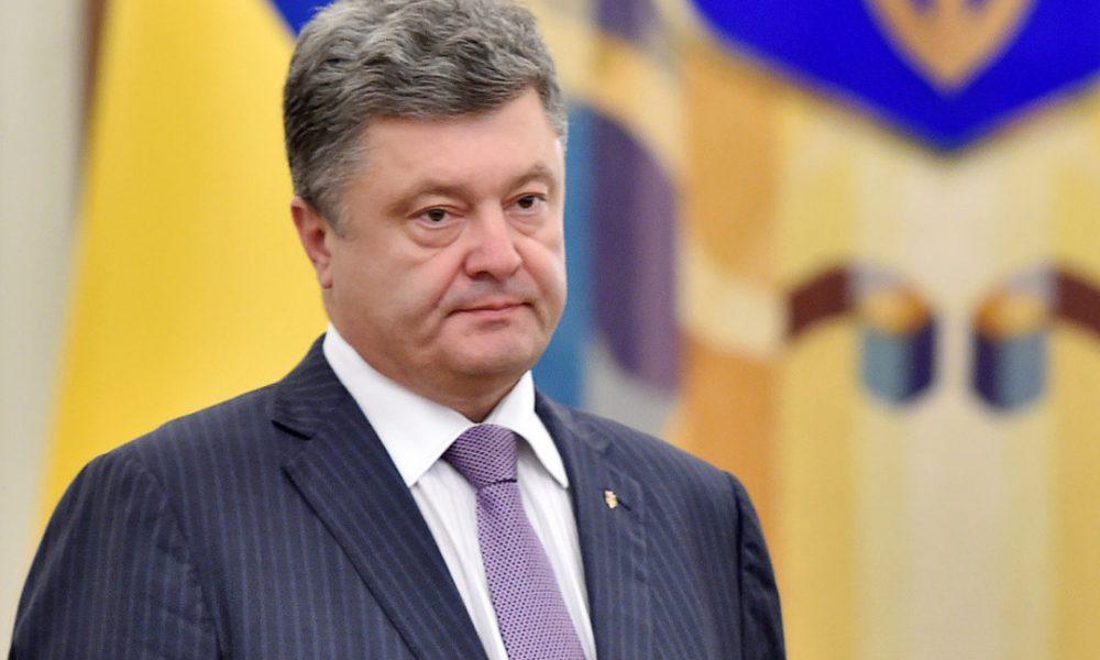 Порошенко нарочно отмалчивается: Политолог сделал крупное заявление в адрес президента