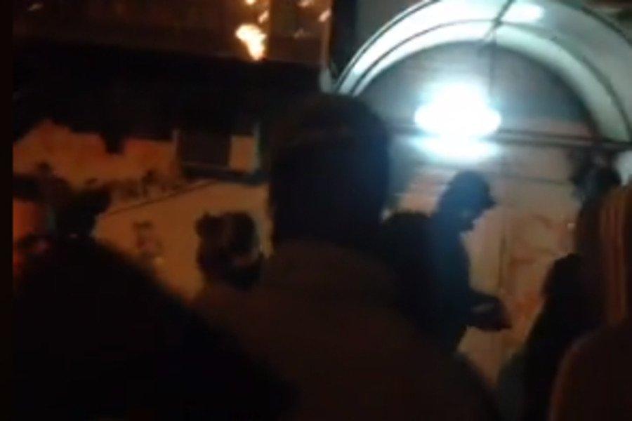 В Киеве разъяренные активисты атаковали офис Медведчука, первые подробности