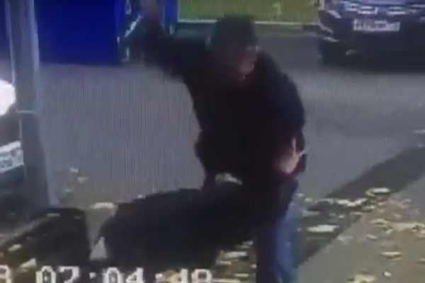 Беспощадно разорвал ножом: жестокий момент убийства попал на видео