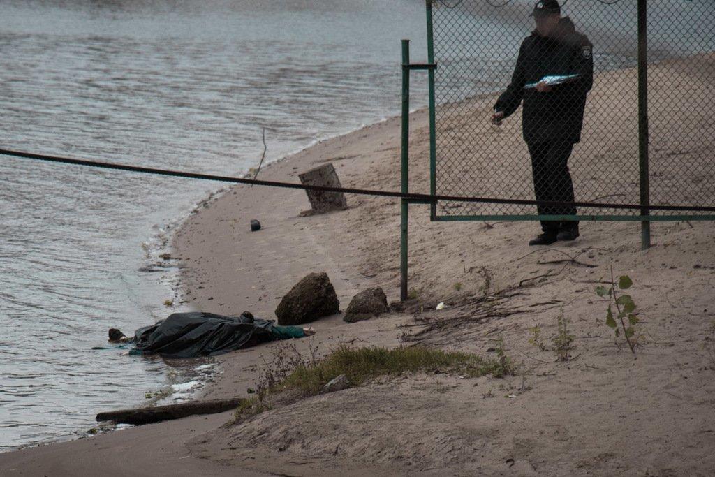 В Киеве на пляже обнаружили труп: первые подробности