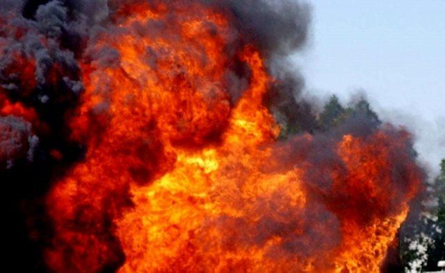 «Надеемся, что не рванет»: в Киеве пылает СТО, первые подробности и фото