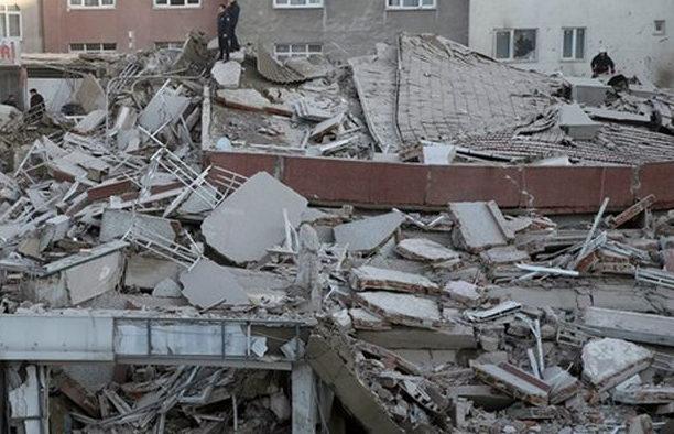 Трагедия в Мексике: Завалился торговый центр, под завалами ищут людей, первые подробности