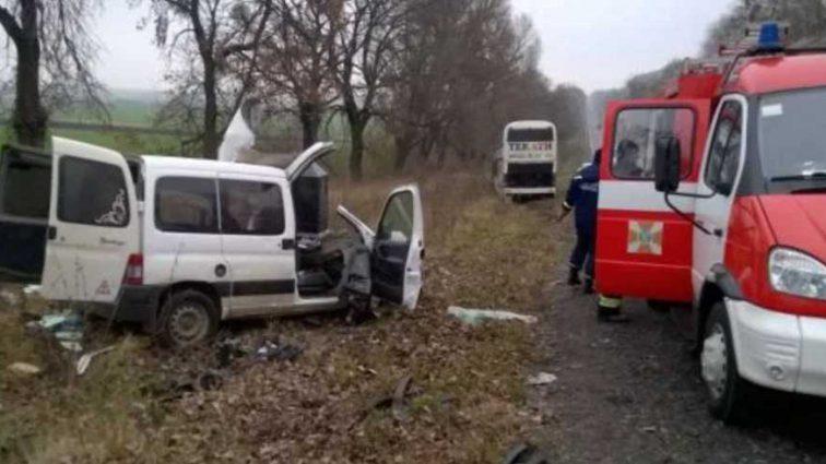 Жуткая ДТП на Львовщине: легковушка врезалась в пассажирский автобус, есть погибшие