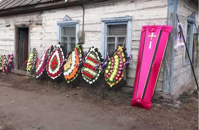 Со двора доносились душераздирающие крики: попрощались со школьницей, которую убил пьяный » евробляхер »