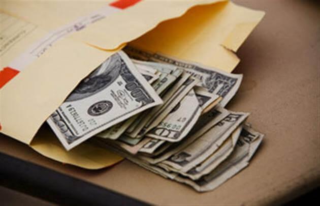 За взятку в 111 тысяч гривен: Чиновницу ДФС осудили на 5 лет
