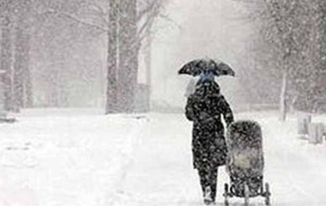 Следует доставать шубы и шапки: в Украину идет снег и метель