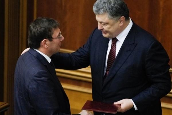 Заявление подано! Луценко передал Порошенко «просьбу» об отставке