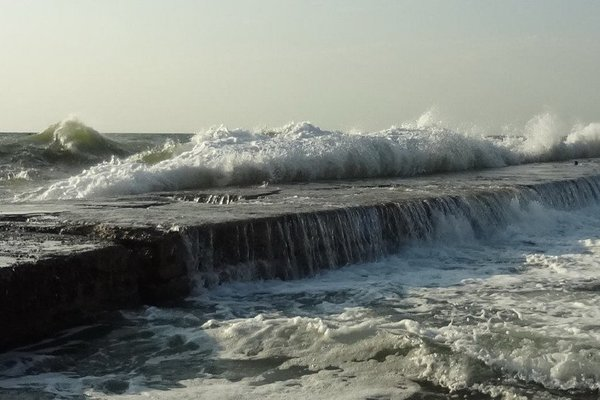 На пляже Одессы произошла смертельная ЧП: девушку смыло в море