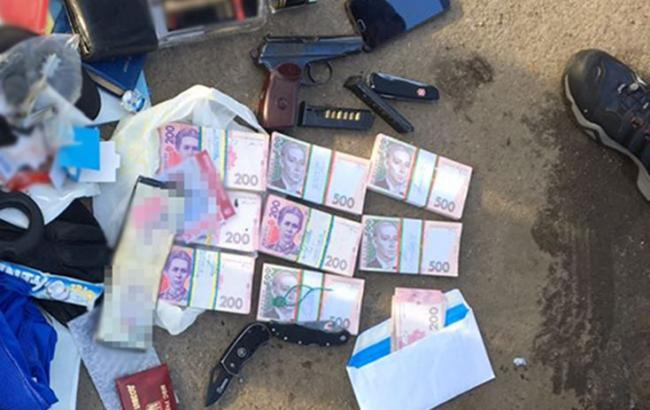 Требовал 275 тысяч гривен: В Киеве на взятке поймали влиятельного чиновника