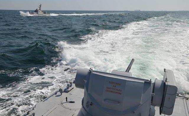 Корабль РФ протаранил украинское судно в Азовском море: что происходит