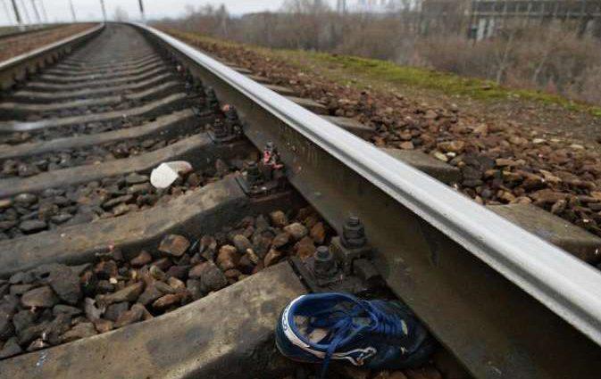 Зрелище не для слабонервных: под Киевом девушку в наушниках разорвал на части поезд