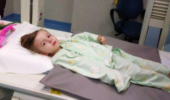 Девочка жила без пищевода: на помощь неравнодушных надеется маленькая Виктория