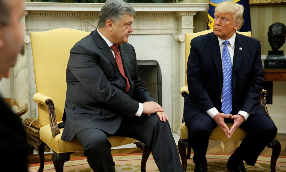 Не пожал руку: Трамп проигнорировал Порошенко перед парадом в Париже