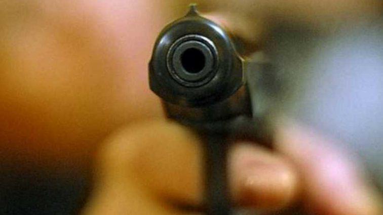 В Киеве мужчина устроил стрельбу возле детской поликлиники