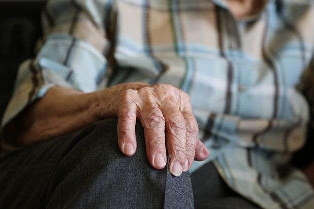«И деньги забирают, с карты заберут»: Украинцы бьют тревогу из-за пенсионное нововведения