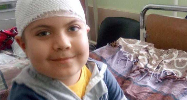 Ребенка спасают от злокачественной опухоли мозга: Артему нужна немедленная помощь