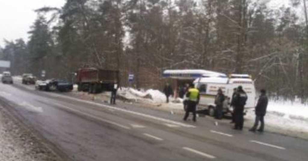 Жуткая ДТП на львовской трассе: грузовик практически раздавила водителя