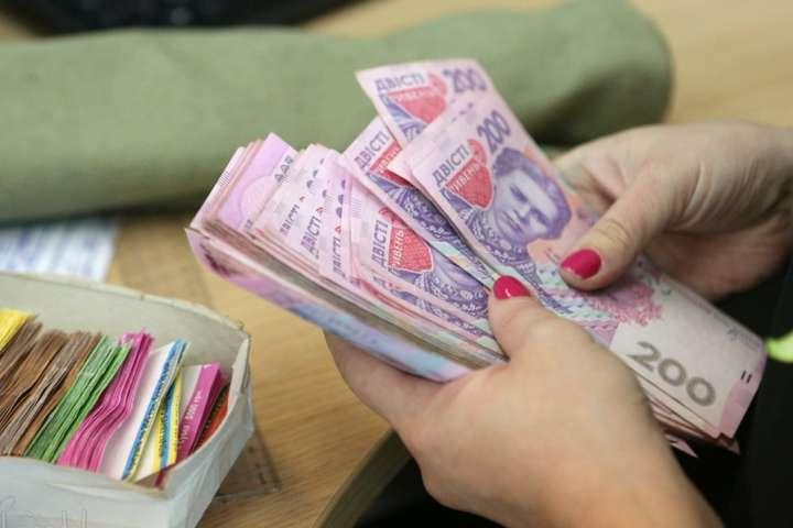 Военное положение в Украине: что будет с пенсиями и зарплатами для граждан