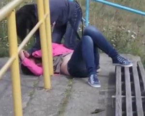 Встретили после школы и избили: В Кропивницкому сверстники жестоко надругались над 14-летней девушкой