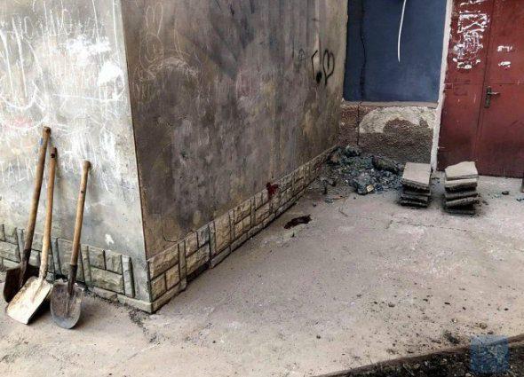 Дорезал во дворе: в центре города мужчина зверски убил свою 29-летнюю куму