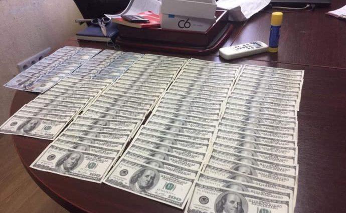 За попытку дать прокурору взятку в 30 000 долларов: В Киеве на горячем поймали влиятельного чиновника