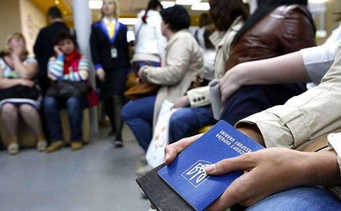 Украинских заробитчан хотят заставить декларировать доходы: чем это может грозить
