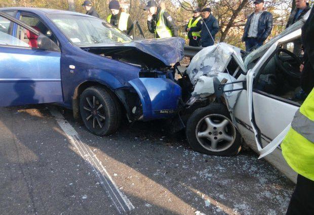 Роковая ДТП на украинской трассе: автомобили на большой скорости столкнулись лоб в лоб